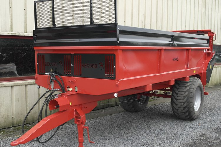 Traditional manure spreader